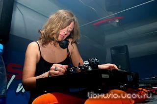 Lena Popova at Record Club 05-11-2009 скачать бесплатно