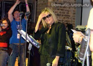 Annie Nightingale – Radio-1 Breaks Show 08 08 2009 скачать