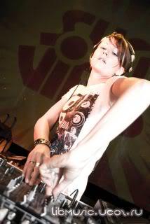 Lady Waks Mix for Annie Nightingale Breaks Show 2009-03-07 скачать